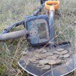 Металлоискатель на даче: поиск деревенского клада