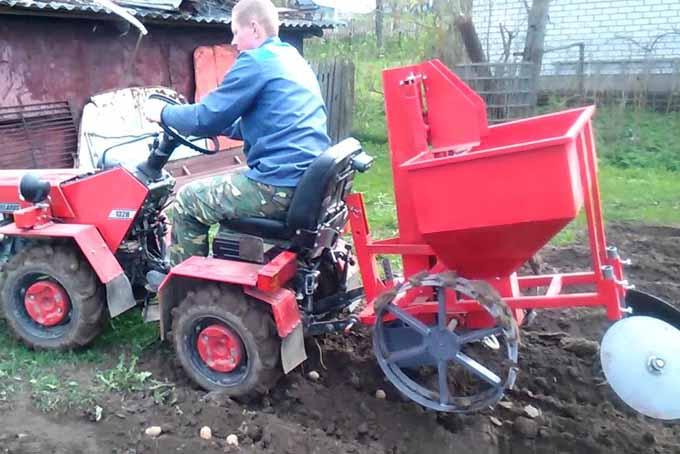 Колея минитрактора для посадки картофеля