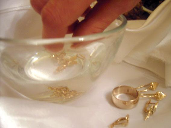 Как лучше чистить золото в домашних условиях 520